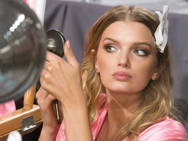 backstage-with-the-models-at-the-victorias-secret-fashion-show